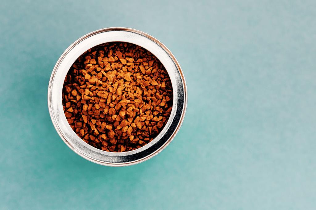 Instantní káva. Jak se rozpustná káva vyrábí a je dobré ji pít?