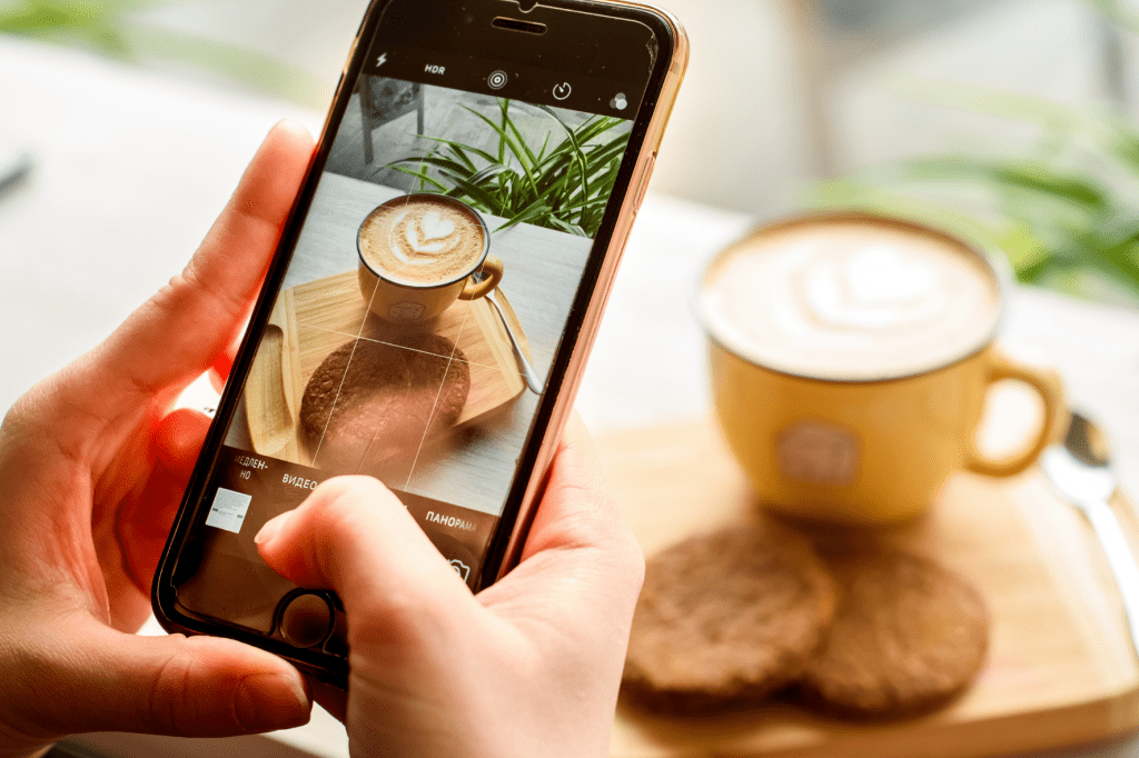 Foceníšálku kávy na instagram pro online marketing kavárny