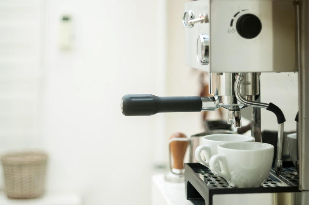 Pákový kávovar je investicí, kterou využijí všichni kávomilci v domácnosti.