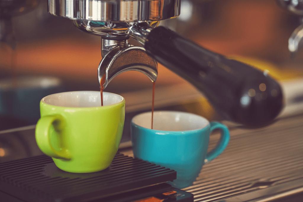 příprava espressa v pákovém kávovaru
