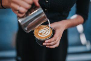 Škodí pití kávy s mlékem nebo je přidání mléka do kávy zdravé?