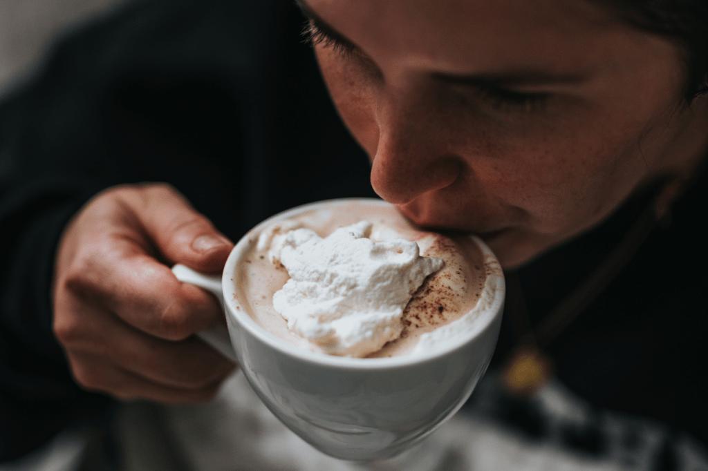 kalorická káva se šlehačkou