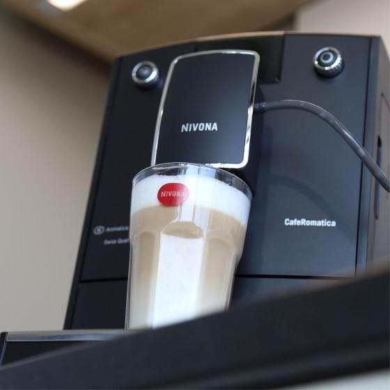 Automatický kávovar zvládne sám připravit mléčné kávové nápoje jako oblíbené latté či cappuccino.