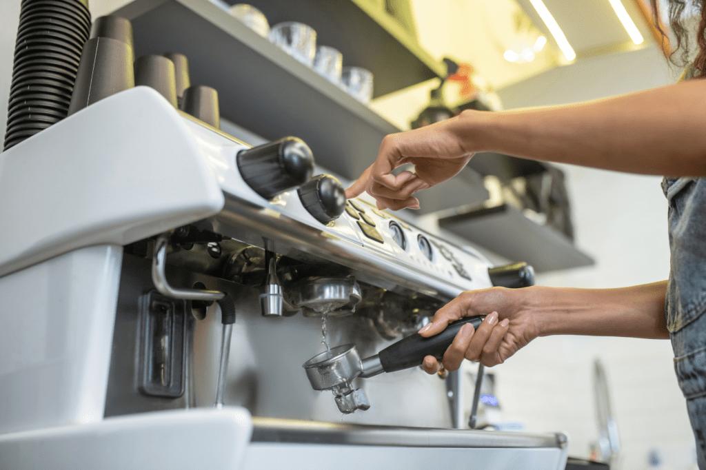 Když pákový kávovar nefunguje