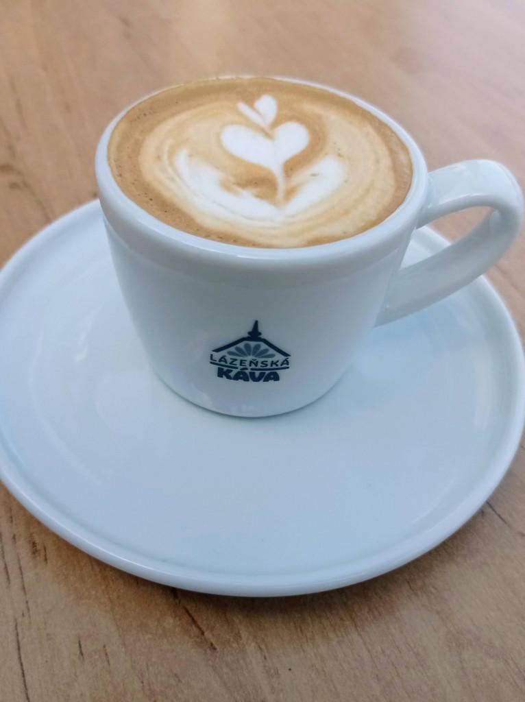 káva s mlékem jako espresso macchiato