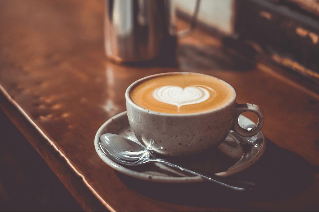 cappuccino s latte art srdcem