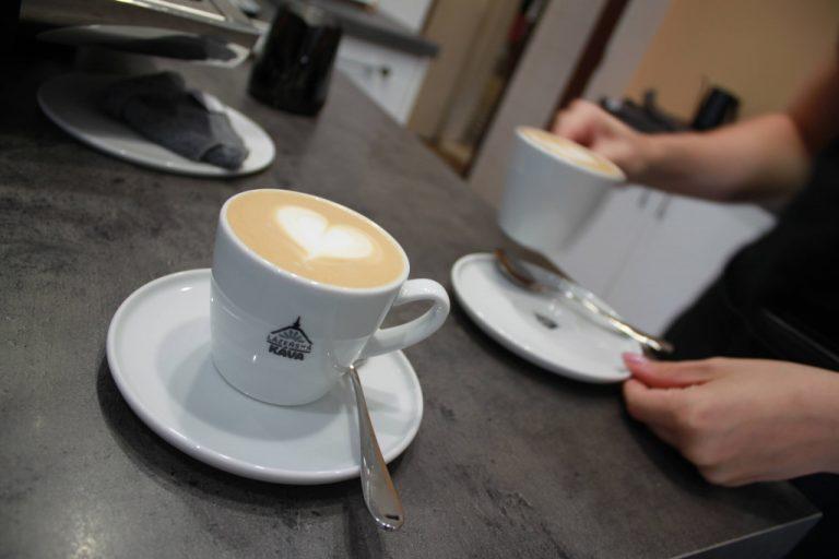 pravidla servisu kávy v kavárně