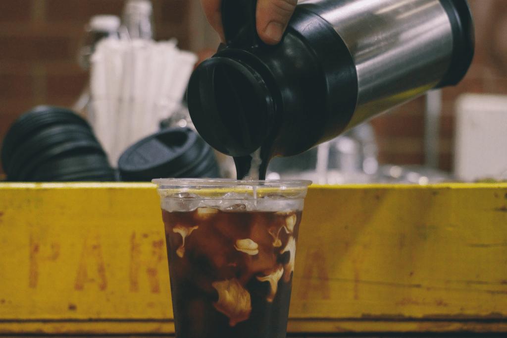 betch brew káva připravená v termosce