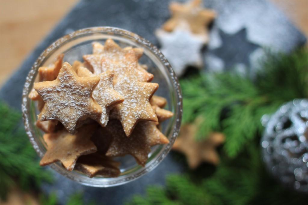 vánoční kávové cukroví z lineckého těsta
