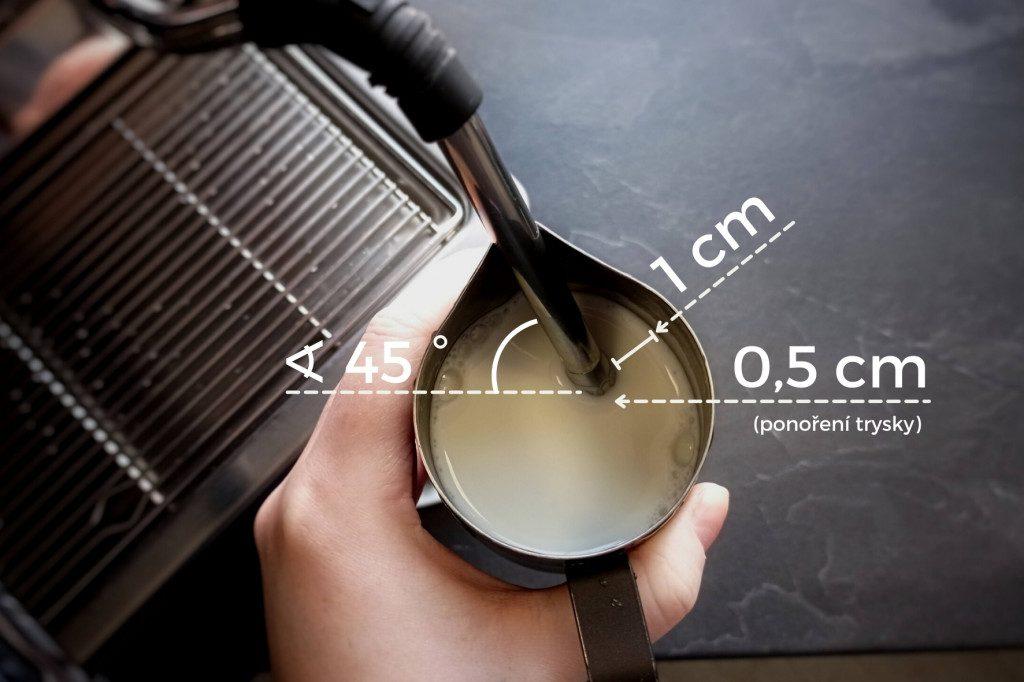 správná pozice trysky při šlehání mléka v kávovaru