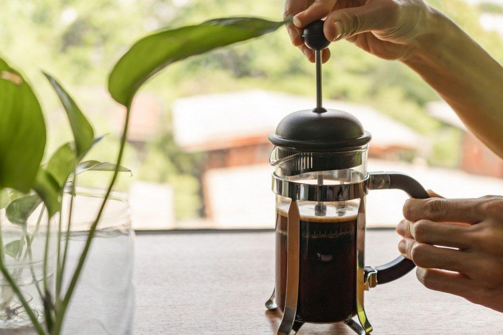 Konvička French Press s filtrovanou kávou