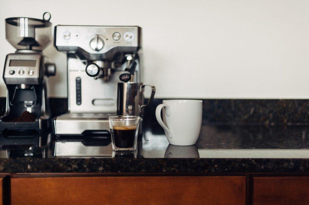 Domácí kávovar a mlýnek