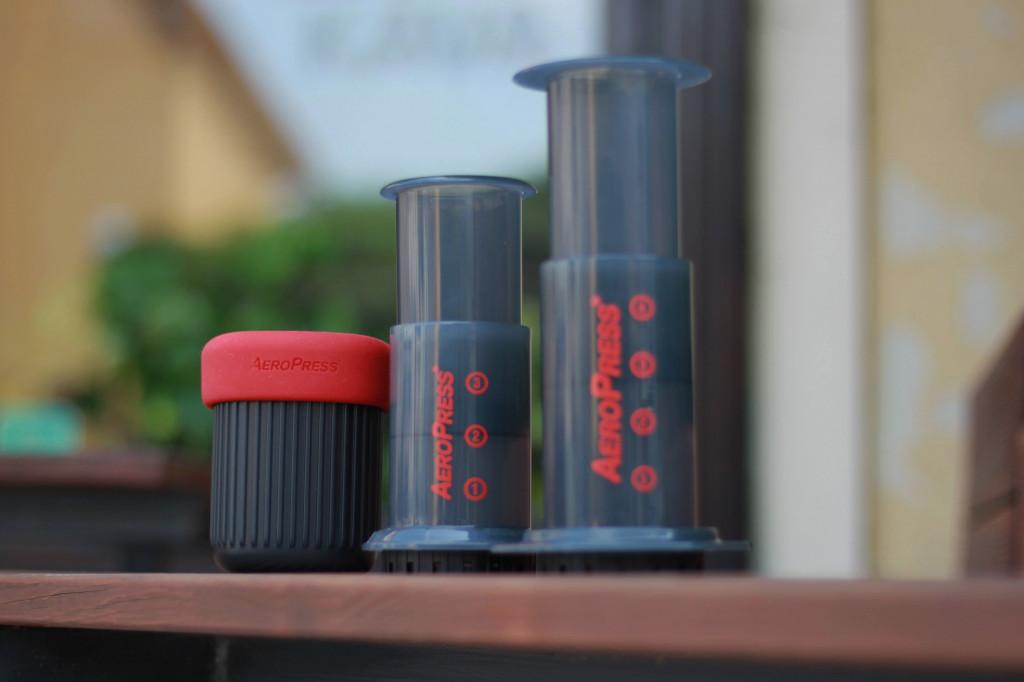 černý Aeropress a AeropressGo pro přípravu filtrované kávy