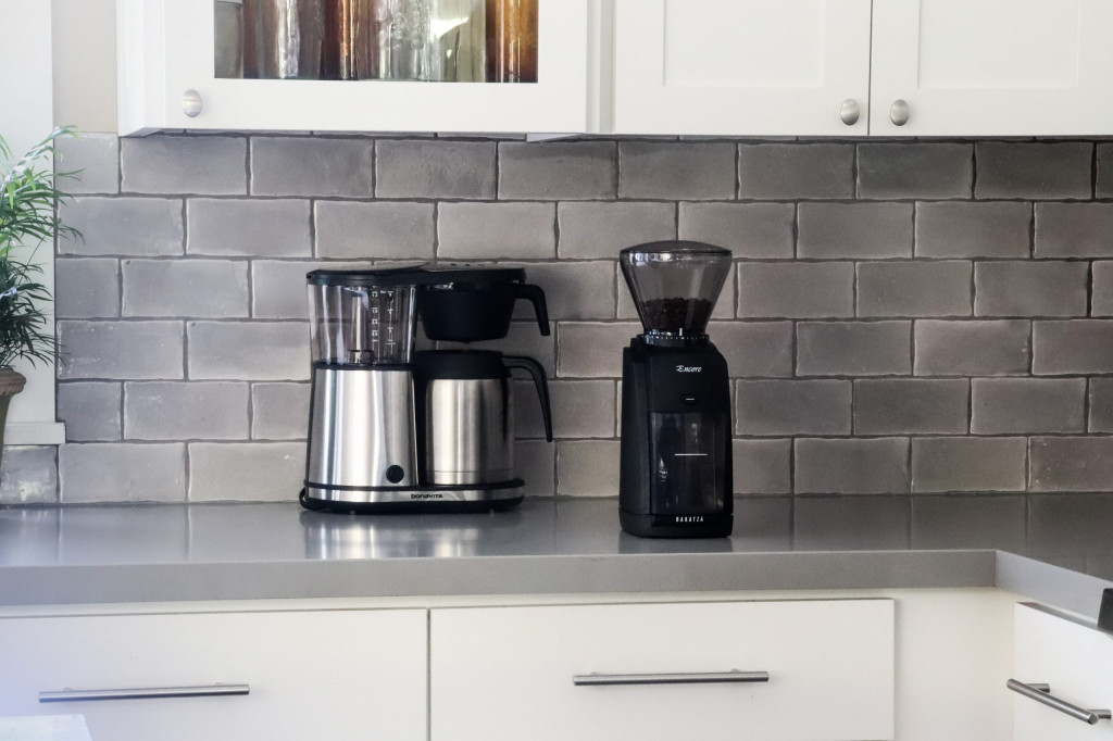 černý elektrický mlýnek na kávu Baratza Encore