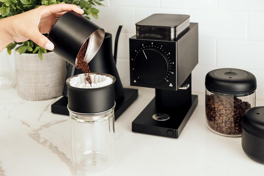 černý matný mlýnek na filtrovanou kávu Fellow ODE