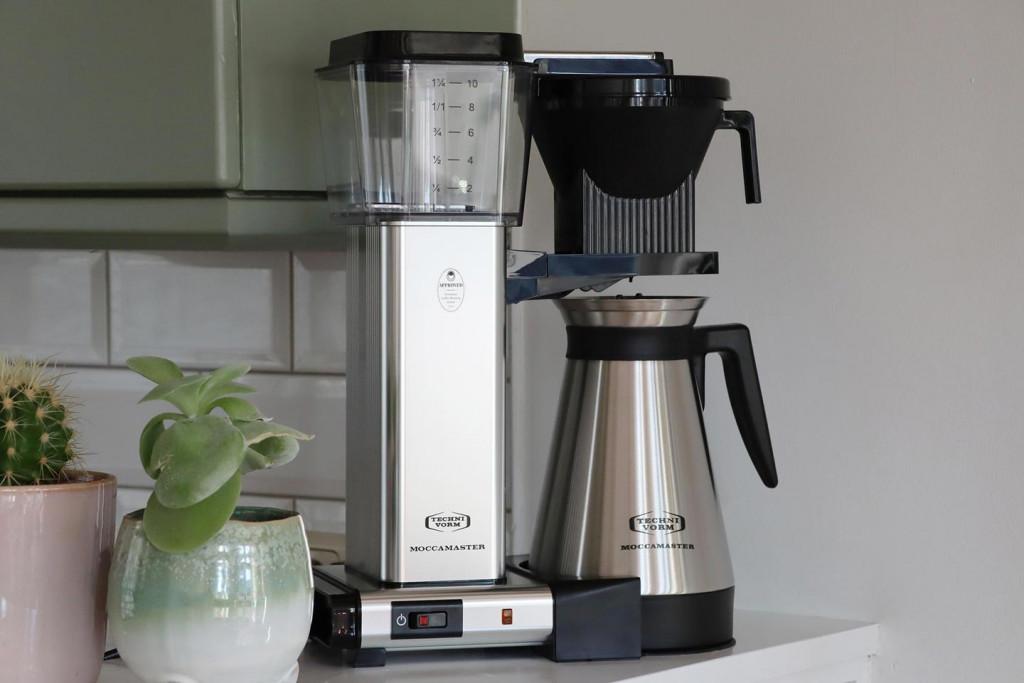 stříbrný překapávací kávovar Moccamaster KBGT