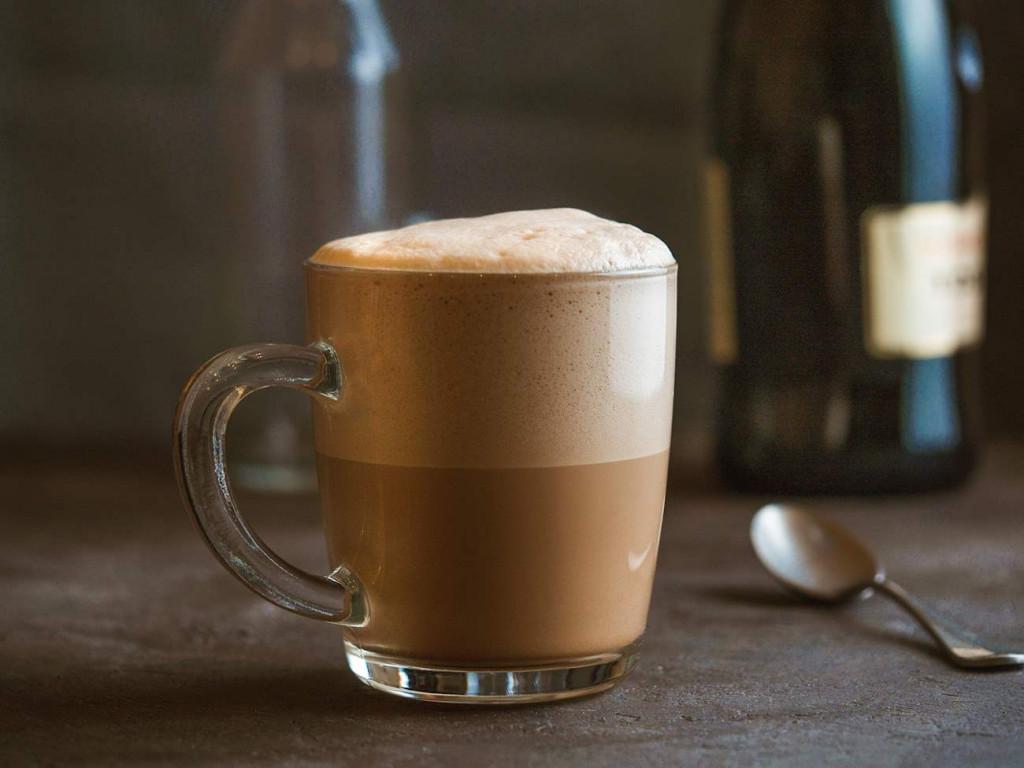 ruská káva raf s mléčnou pěnou