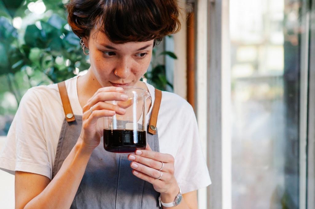 barista rozpoznává vůně a chutě kávy