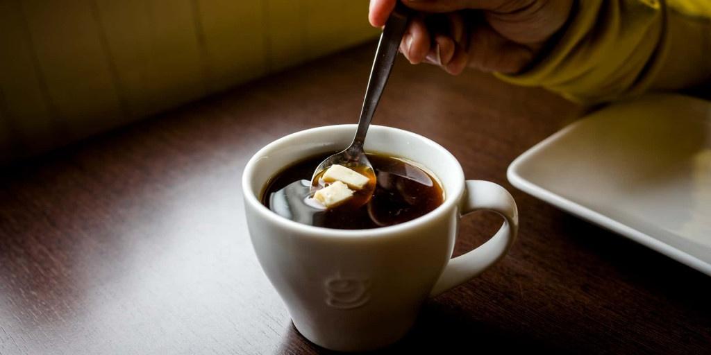švédka filtrovaná káva se sýrem